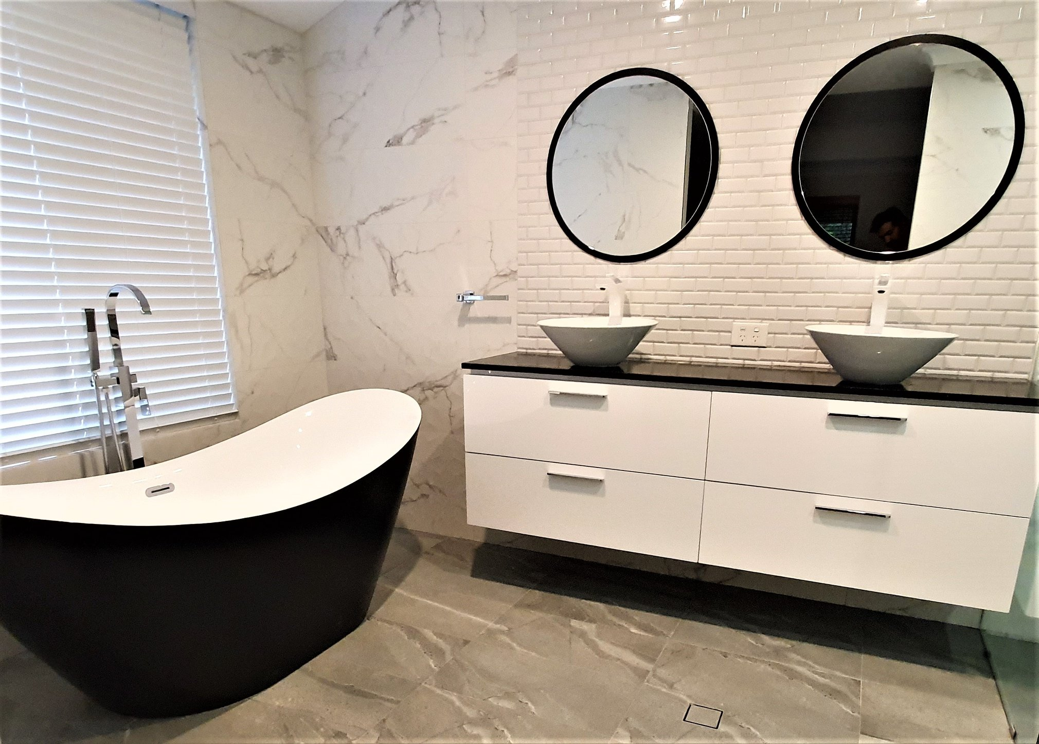 Renovating a Big Bathroom? Here's How to Design It. 2