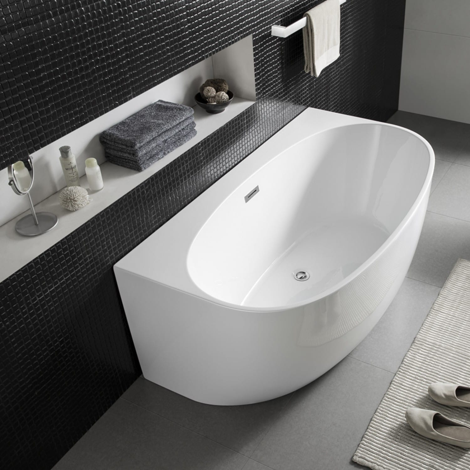 aattached bathtub