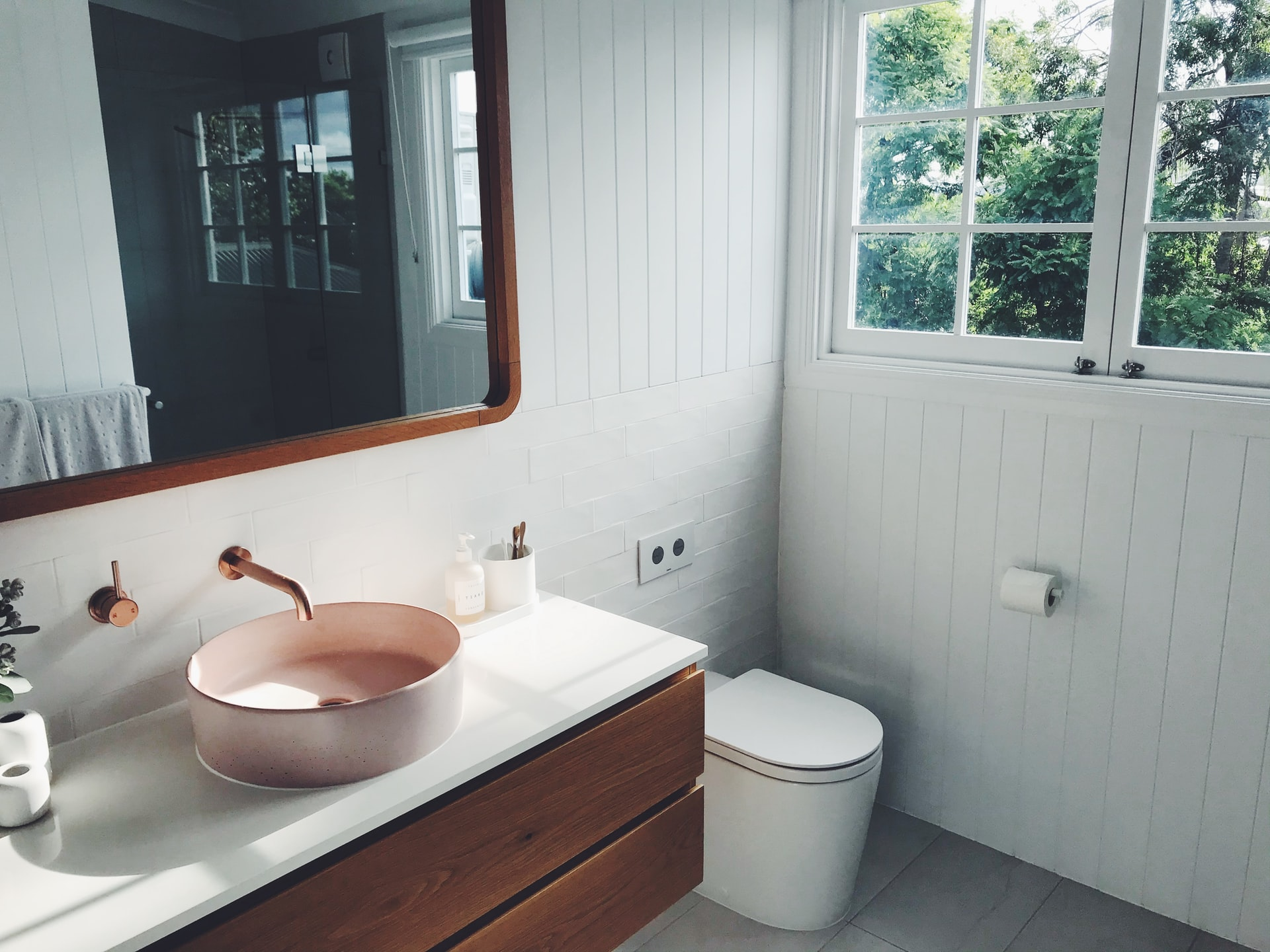 How To Pick The Vanity Size And Position In Your Bathroom